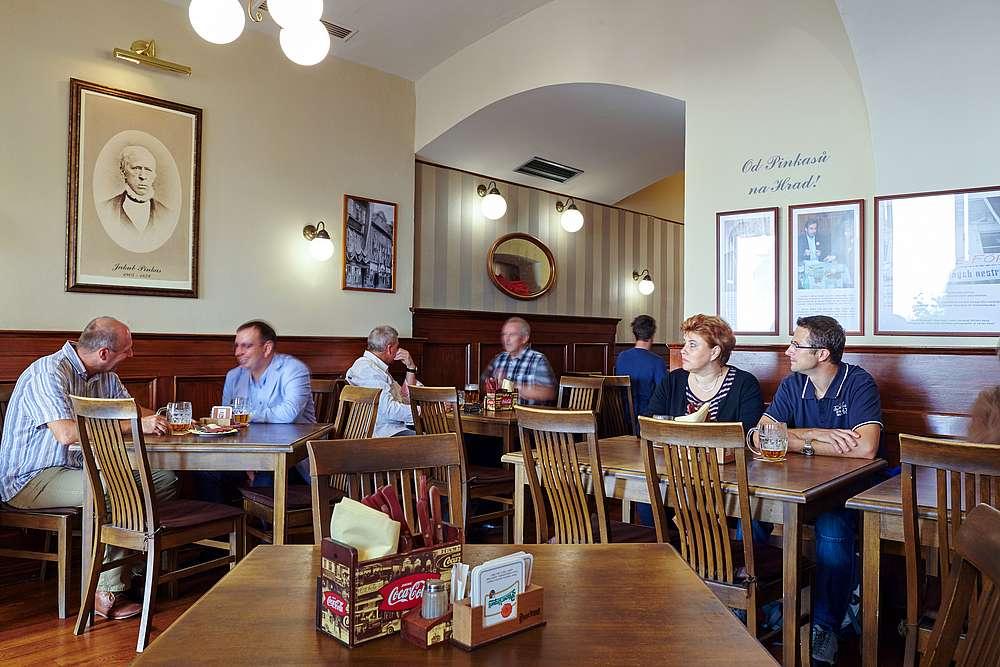 Vavřincova kuchyně  Prostor v přízemí se 40ti místy k sezeni a s nabídkou rychlého poledního stravování, které vychází z principů tradiční české kuchyně.